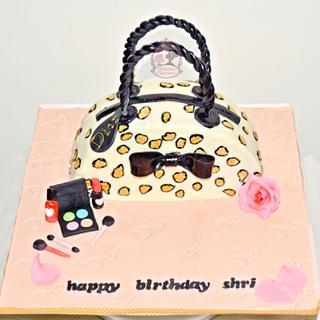 hand bag cake - Cake by Aarthi