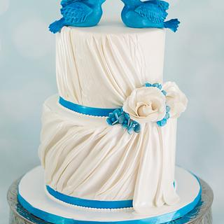 Bluebirds and roses wedding cake