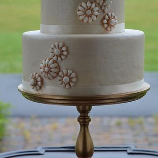 Gumpaste brooch cake