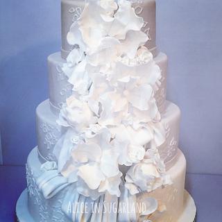 Drapes and flowers wedding cake.