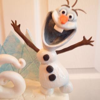 Olaf on a cake