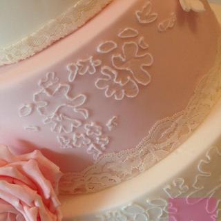3 tier vintage lace wedding cake !