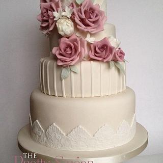 Amnesia rose and lace wedding cake