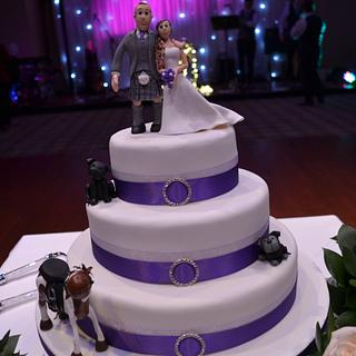 Wedding cake with figures - Cake by Laura Galloway