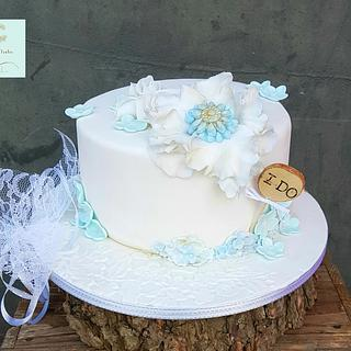 Small weddingcake in white and blue