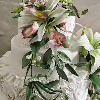 Trailing flowers - Cake by Maggie Visser