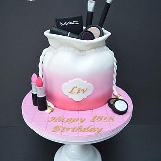 Drawstring make-up bag cake