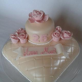 Pillow cake with roses and pearls
