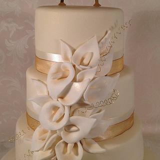 Ivory calla burst  - Cake by Claire