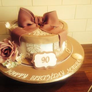 A hatbox birthday cake