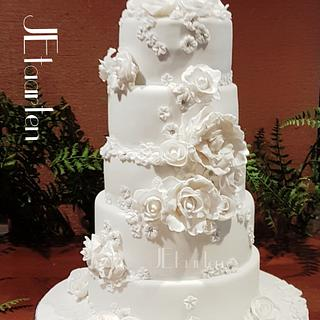All white weddingcake