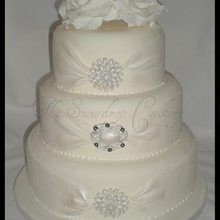 Ribbon and Brooch Wedding Cake