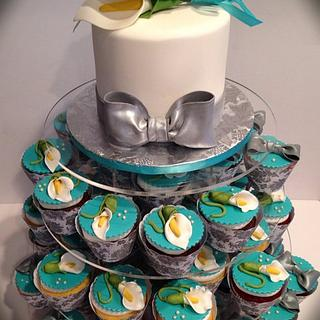 Calla lily wedding cupcakes