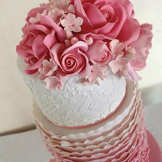 Pretty in Pink - Cake by Eleanor Heaphy