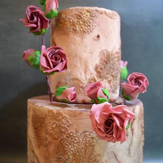Stone effect and bas relief with sugar roses