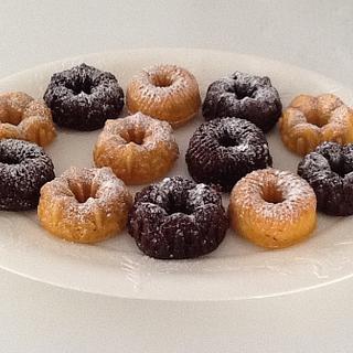 Mini bundt tea cakes - Cake by Sugar Me Cupcakes