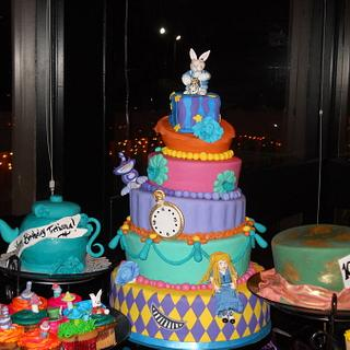 Alice in Wonderland Cakes and Cupcakes - Cake by Alissa Newlin