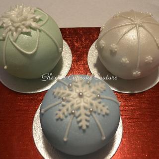 mini round ball cakes - Cake by glenda