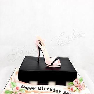 Shoe on a shoebox birthday cake - Cake by Marias-cakes