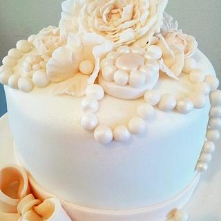 Pretty Vintage Inspired Cake & Cupcakes