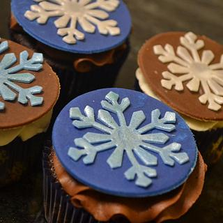 Snowflake cupcakes :)