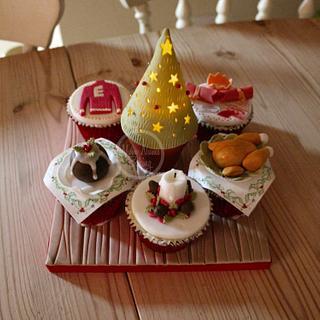 Traditional Christmas Cupcake Board