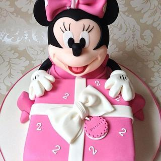 minnie mouse gift cake