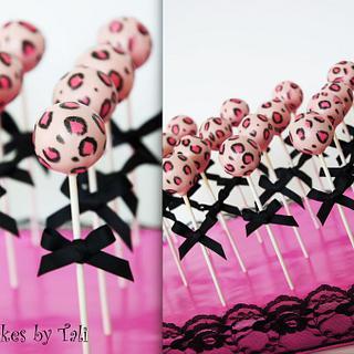 Leopard baby shower cake-pops