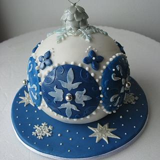 Blue and white Christmas cake ball - Cake by Silvia Costanzo