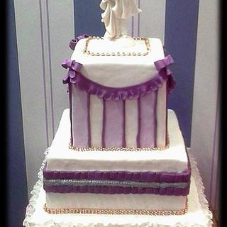 Ombre lila elegant wedding cake
