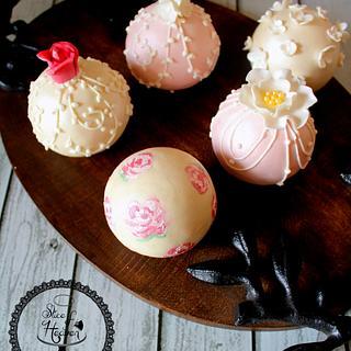 Shabby Chic Bauble Ball Cake