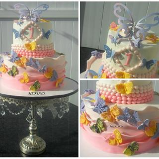 A BUTTERFLY THEME CAKE