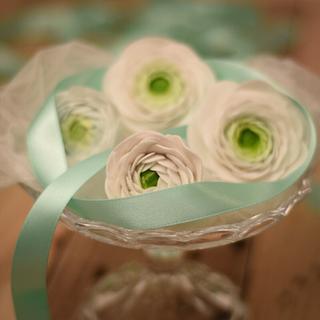 Sugar flowers  - Cake by Caz