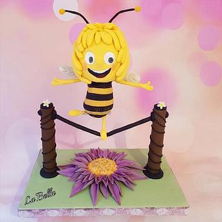 Maya the bee gravity cake