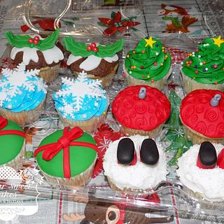 Christmas Cupcakes - Cake by Sugar Sweet Cakes