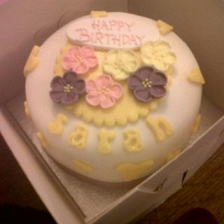 Small cake with flowers ;)