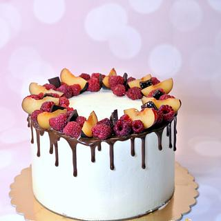 Drip cake with friut