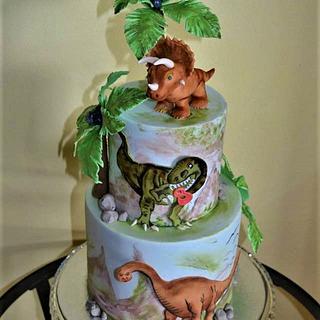 Hand painting dinosaurs cake