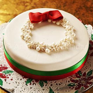 Pearl wreath christmas cake - Cake by The Hot Pink Cake Studio by Ipshita