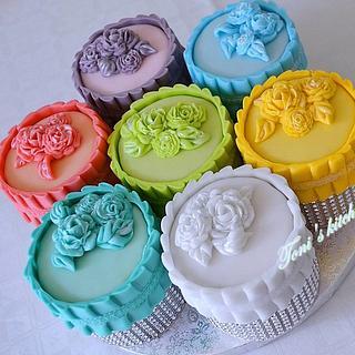 Mini bridal cakes - Cake by Cakes by Toni