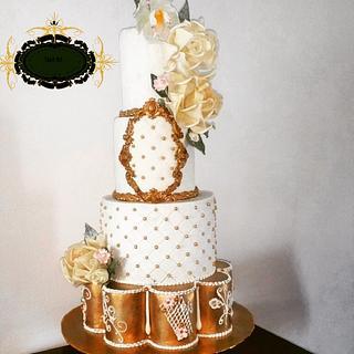 White golden weddingcake