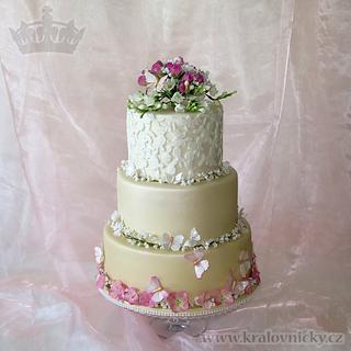 Wedding Cake with Gypsophila