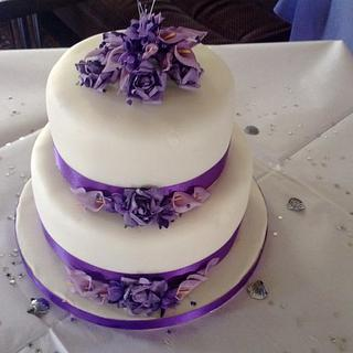 rose and lily wedding cake