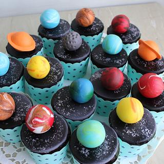 Solar system cupcakes