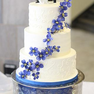 White and Blue Flowers Wedding Cake
