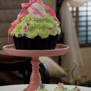 Coconut Pandan Giant Cupcake and Cupcakes