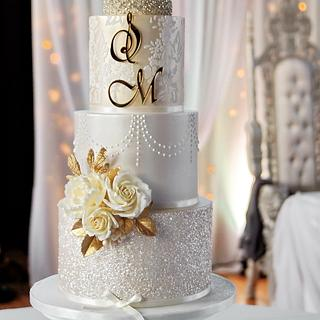 Gold & champagne wedding cake