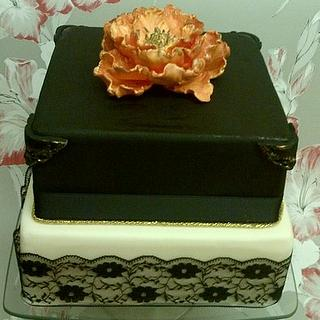 Black and gold cake with peony