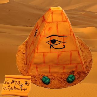 Tarta Piramide, Piramide Cake - Cake by Machus sweetmeats