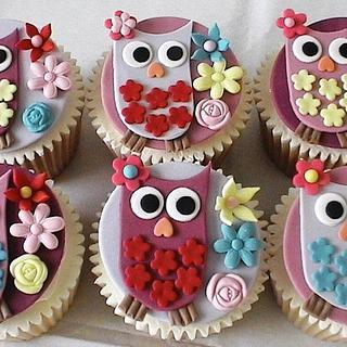 Owl Cupcakes - Cake by BellaButterflys